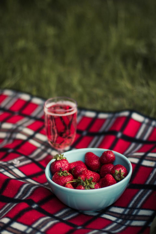 food, fruits, strawberries, bowl, glass, juice, picnic, plaid, print