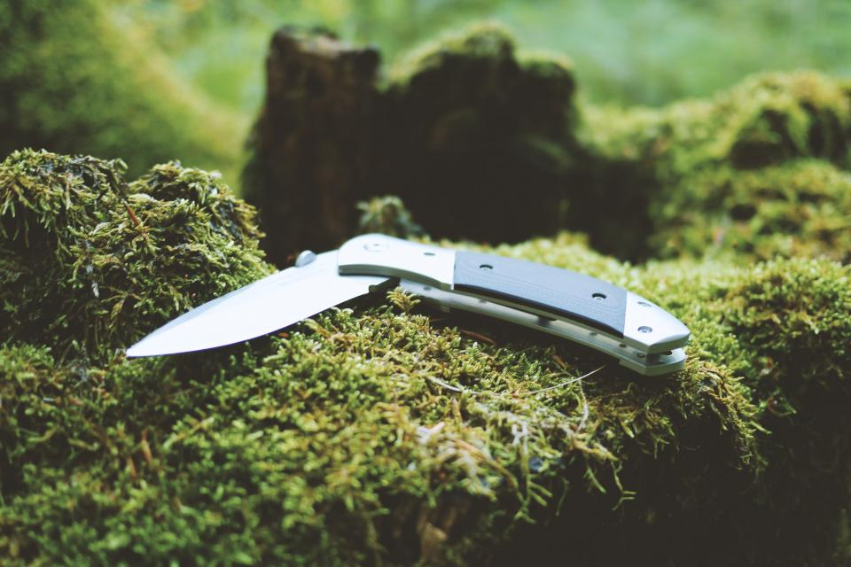 knife, camping, hiking, trekking, outdoors, woods, forest, wilderness, tools, blade, sharp