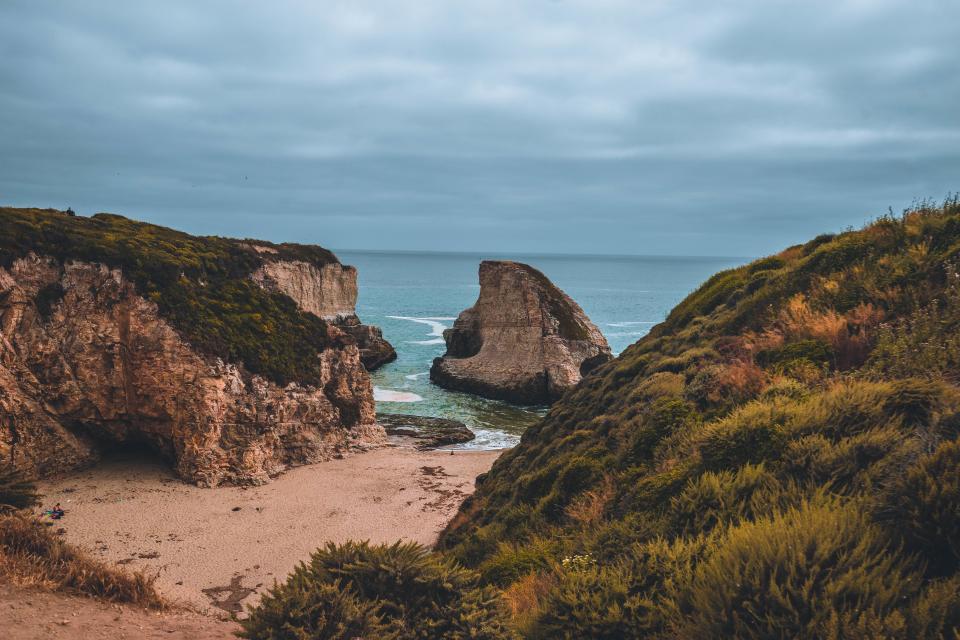 nature, landscape, mountains, island, rocks, grass, sand, coast, water, sea, ocean, sky, clouds, horizon