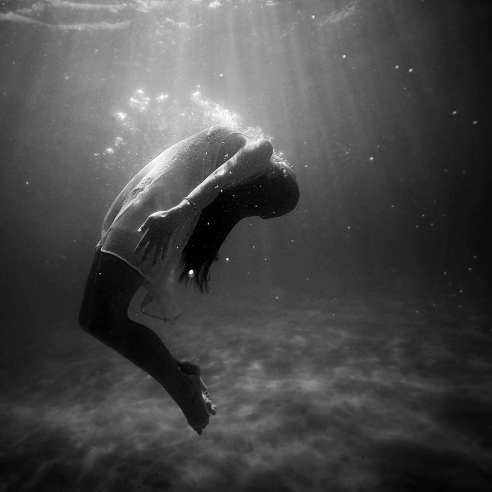 underwater, body, people, woman, dark, night, black, white, water, photography, sad, drown