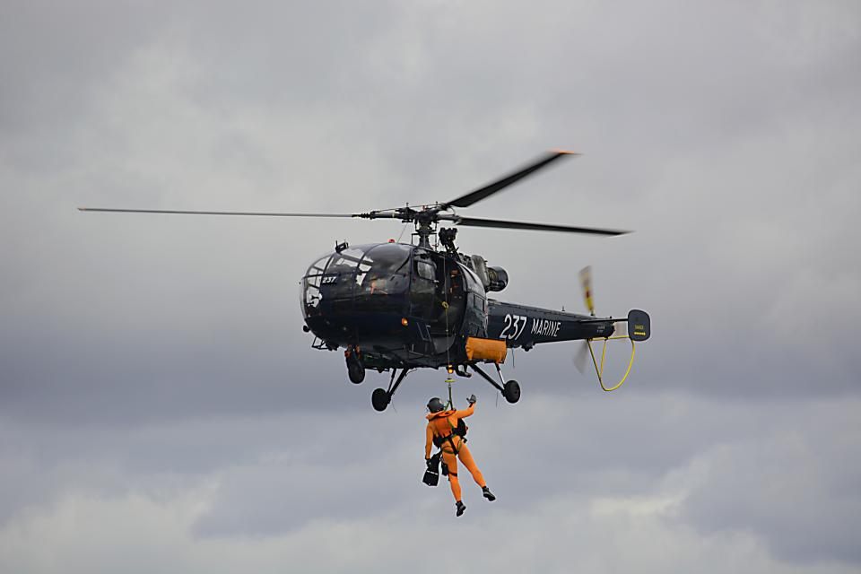 pilot, helicopter, flight, trip, travel, rescue, marine, sky, people, man, rope, hang
